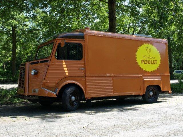 Voor Madame Poulet werd deze Citroen HY omgebouwd naar grillwagen
