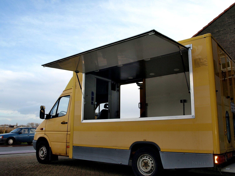 DHL bus omgebouwd naar foodtruck.jpg