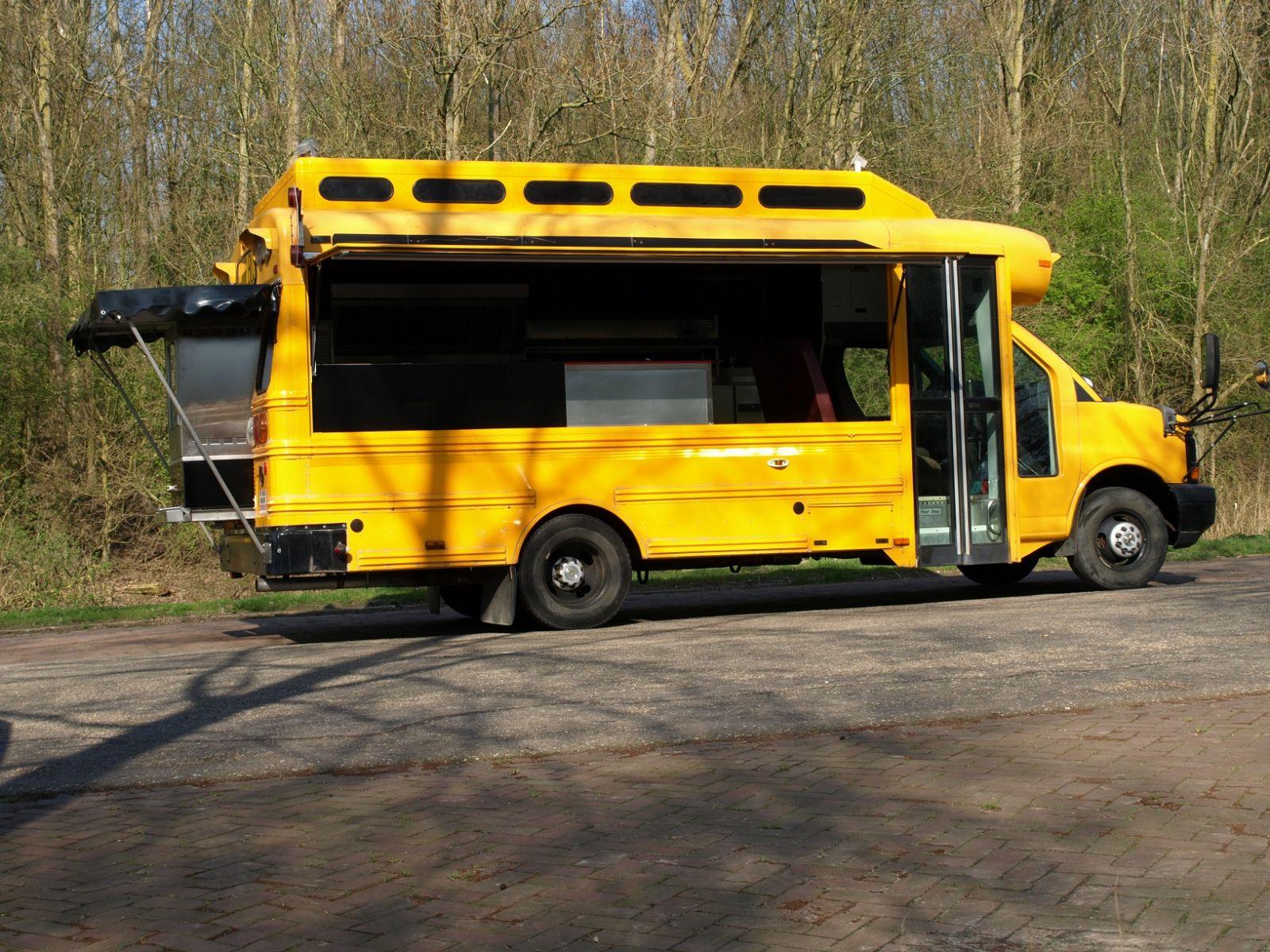 Foodtruck schoolbus na verbouwing